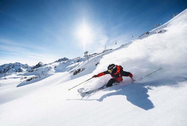Referenz Stubaier Gletscher, Freeride im Powder (Bild: © Stubaier Gletscher, Andre Schönherr) | LO.LA Alpine Safety Management